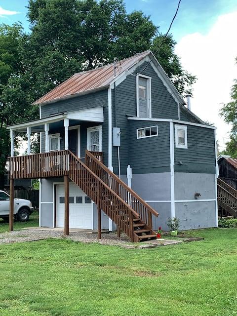 Quiet Cottage on the Missouri River