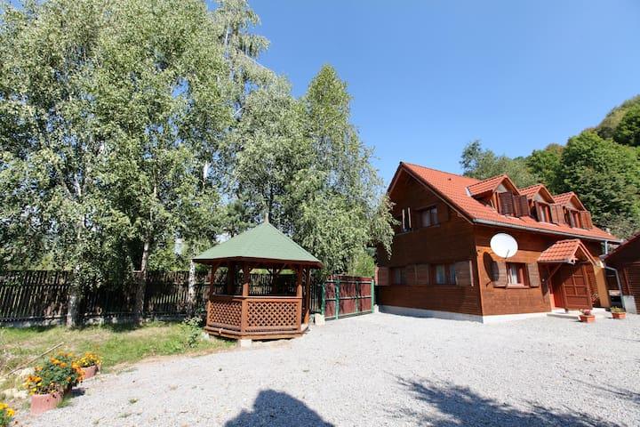 Hétvezér Vendégház - Székelyföld - Zeteváralja - Sub Cetate - Hospedaria