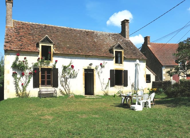 Cosy cottage in Berry / France - La Grande Preugne  - House