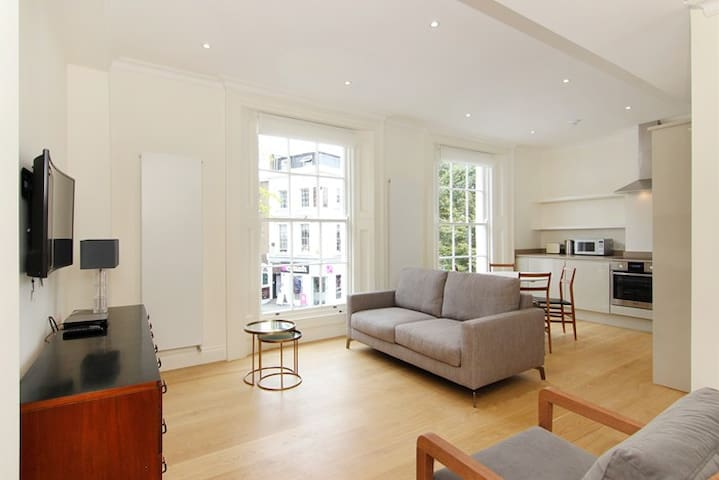 Garden Square Chelsea 2 Bed 2 Bath Free WiFi