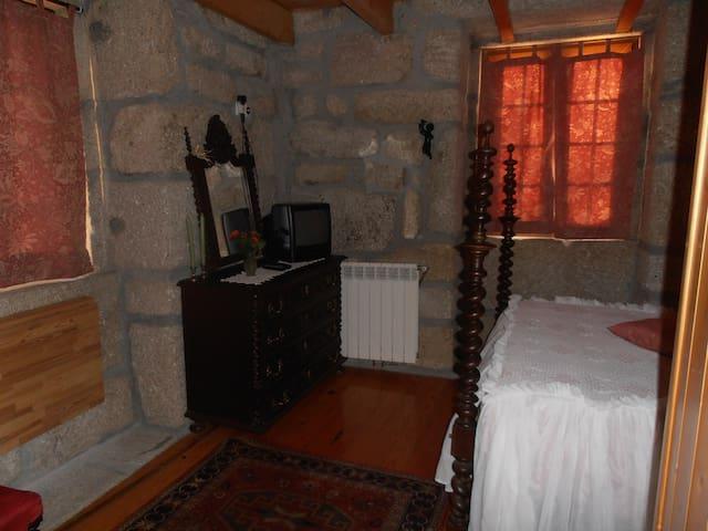 Casa da Fontinha - Couple Bedroom - Moita / Moledo / Castro Daire - Casa