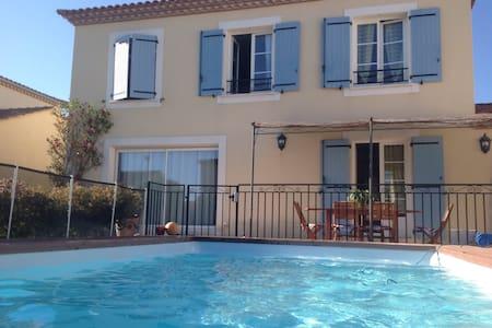 Maison spacieuse avec piscine - Saint-Just - 一軒家