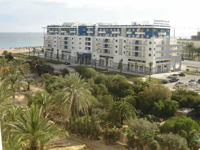 Séjour pieds dans l'eau à louer à Sousse.