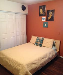 Wine and dog lovers welcome! - Oakland - House