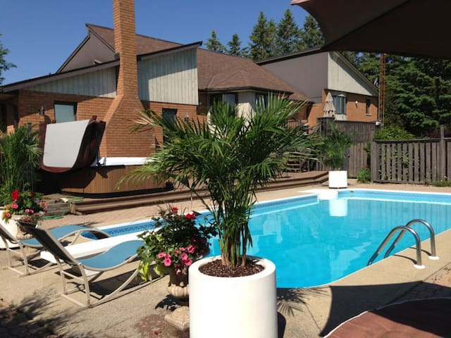 $2,1 Milion dollar home with Spa & Golf Course