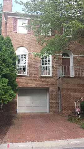 Spacious townhome easy access to DC - Bethesda - Dom