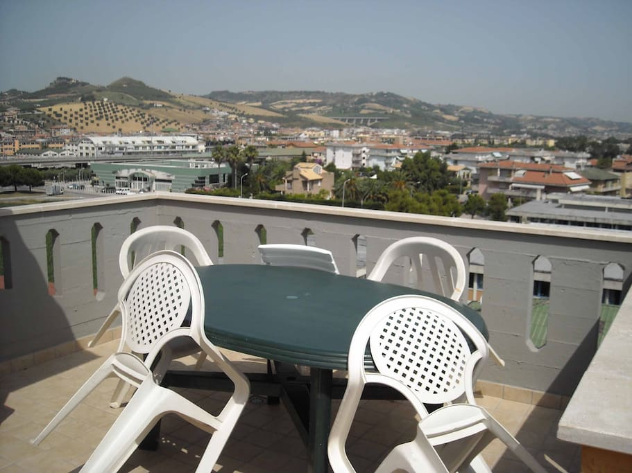 san benedetto del tronto single guys Residence san benedetto del tronto situato sul lungomare di san benedetto del tronto,  double bedroom, one bedroom with two single beds or a bunk bed,.