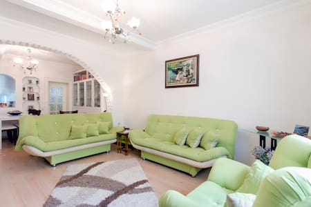 Flowering Detached House in Izmir - İzmir - Hus