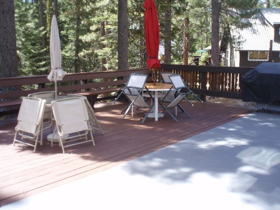 Spacious deck with propane grill