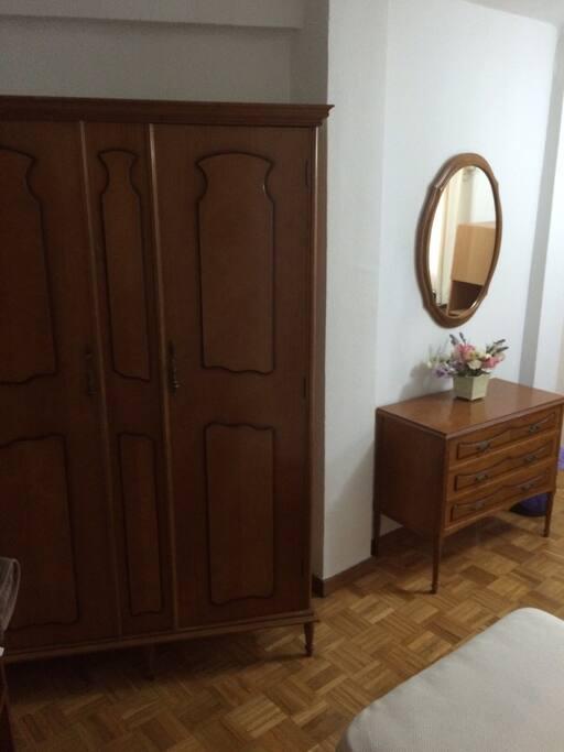 Dormitorio principal con dos camas de 80 cm