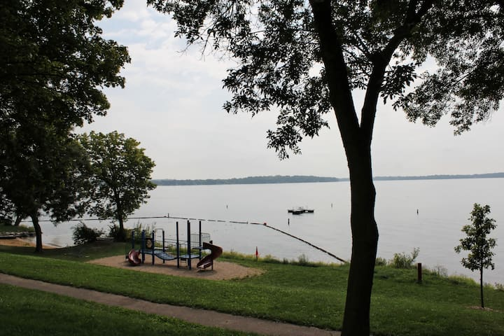 Lake view Studio Apartment - Madison - Apartamento