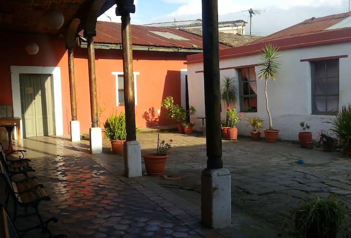'Buganvilia' Room in colonial house