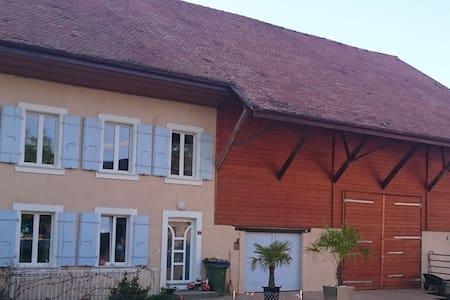 Chambre privée proche du lac - Chevroux - Huis