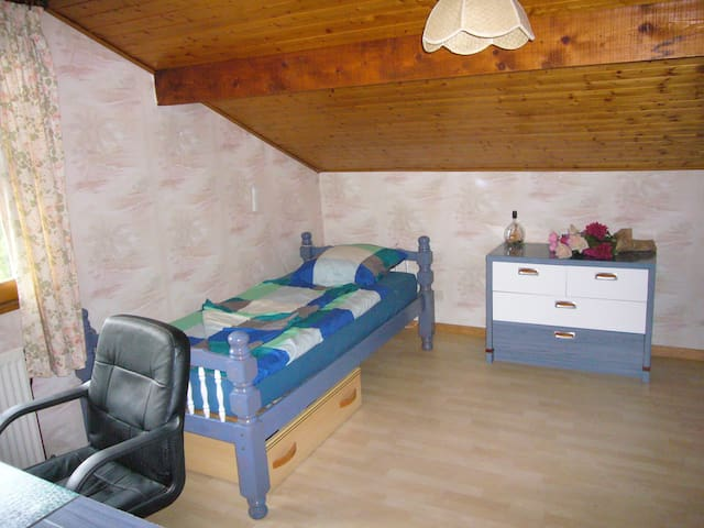ROOM WITH TWINBEDS