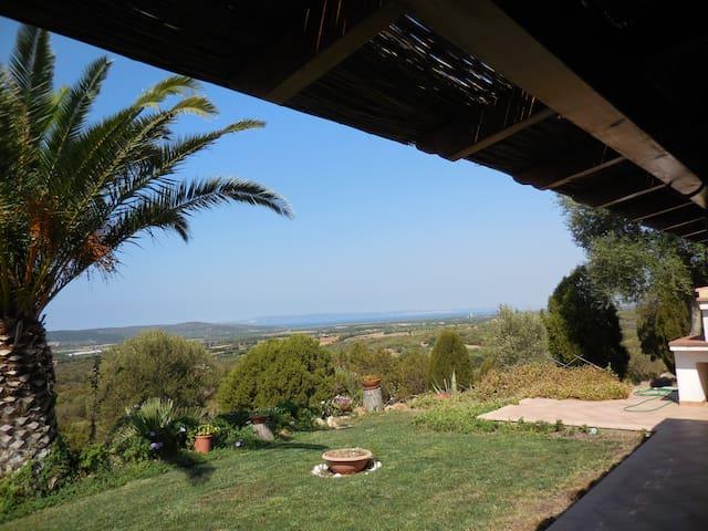 Casa panoramica tra verde e colori - Sant'Anna Arresi - วิลล่า