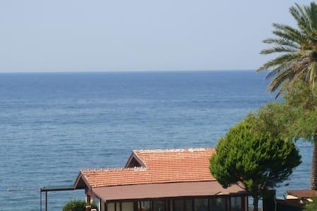 Maison au bord de la mer  Millipark - Güzelçamlı - Bed & Breakfast