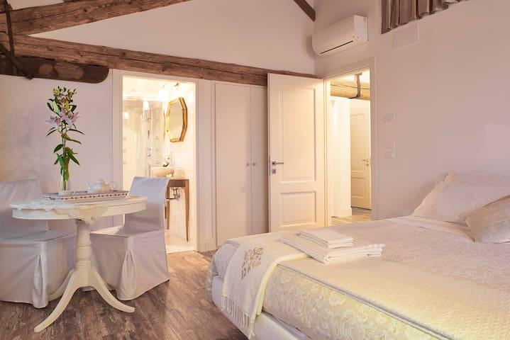 B&B LE TRE CORTI – CORTE AMOROSA - Treviso - Bed & Breakfast