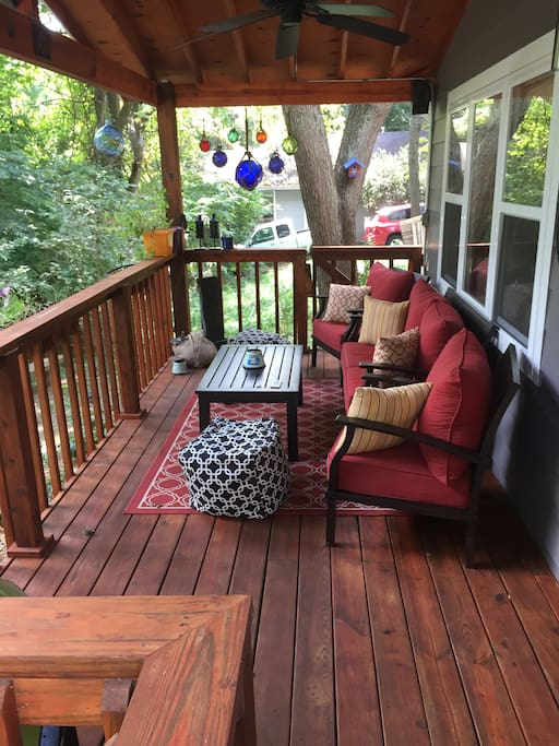 Great size front porch with seating for 4.