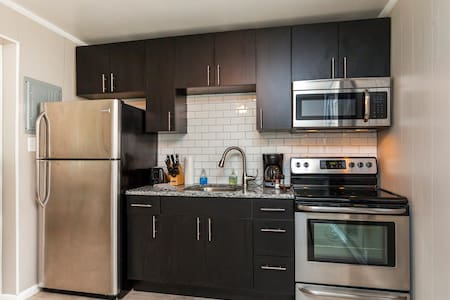 Cool Melrose Condo w/a Pool- 5 Min from Downtown!! - Nashville