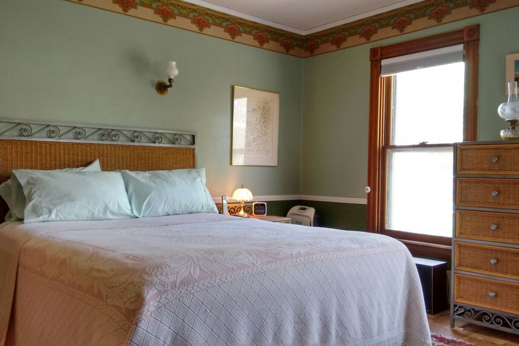 Gram 39 S Master Bedroom Queen Bed And Hot Meal Houses For Rent In Geneva New York United States