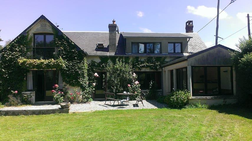 Villa vue sur mer dans grand jardin - Saint-Pierre-en-Port - Villa