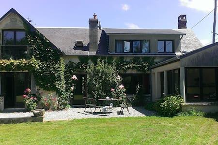 Villa vue sur mer dans grand jardin - Saint-Pierre-en-Port