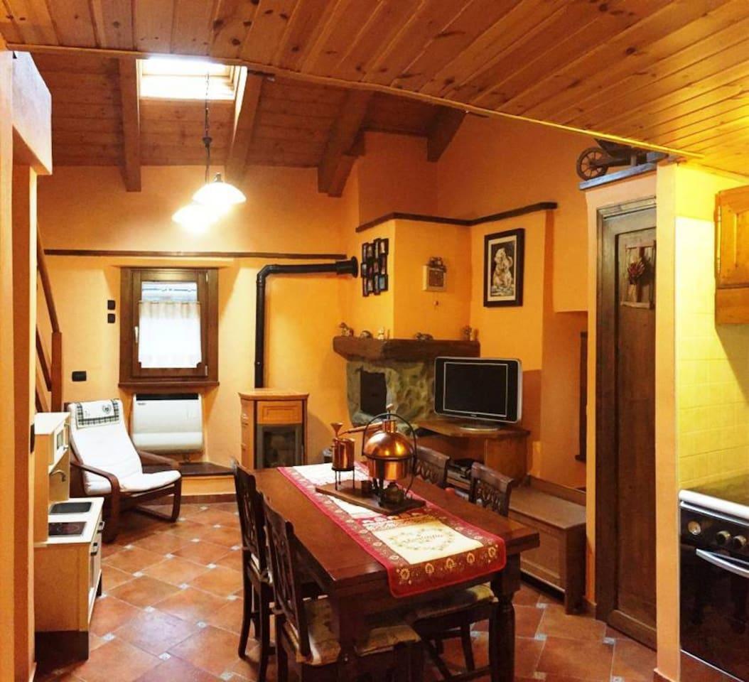Vioù Soulì - casa a due piani nel borgo di Antey St. André