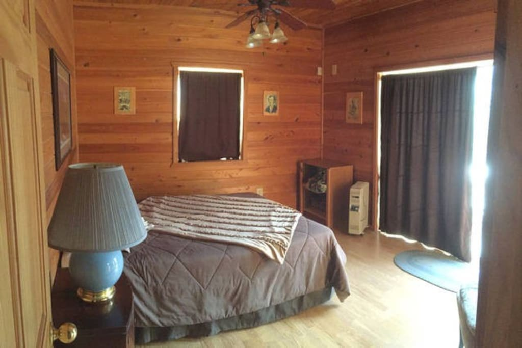 Wooden nickel cabin 1 cottages for rent in payson for Wooden nickel cabins