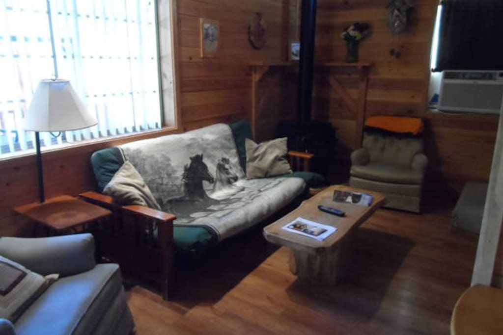 Wooden nickel cabin 4 cabins for rent in payson for Wooden nickel cabins