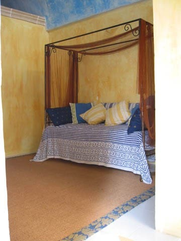 Entrance with single bed. This would be the 7th sleeping option. Rarely used.
