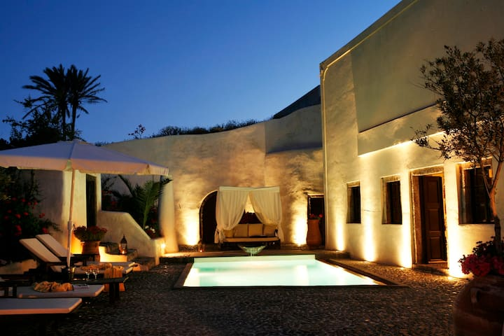 FAMOUS SANTORINI VILLA with CAR & PRIVATE TRANSFER
