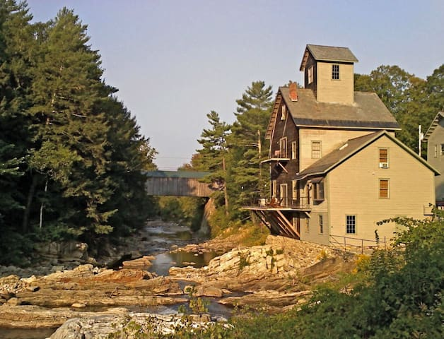 Kingsley Grist Mill historic site - Clarendon