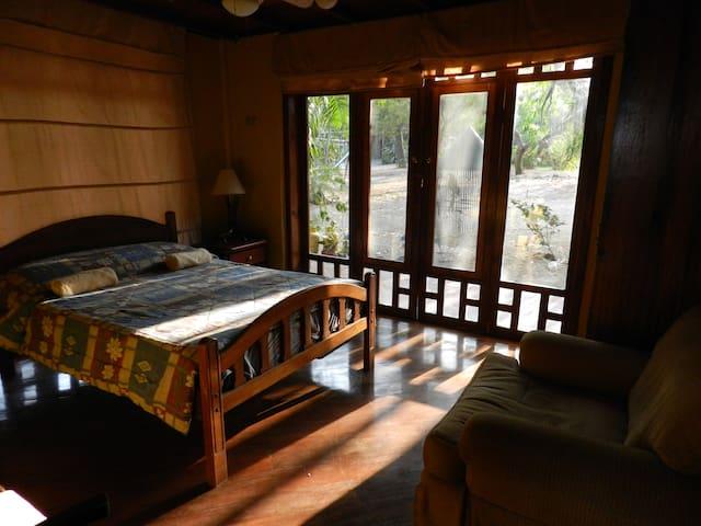 Habitación Doble con Ventilador - Bahia de Caraquez