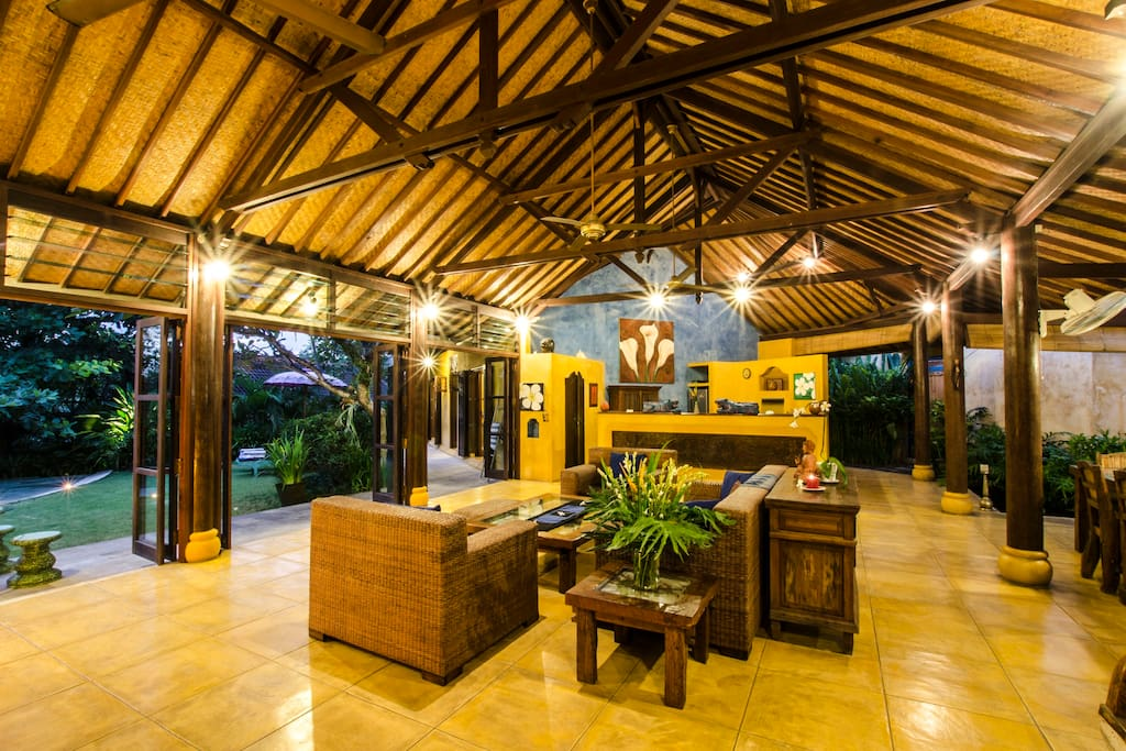 Traditionnal balinese style with all the comfort that modernity can offers to you.