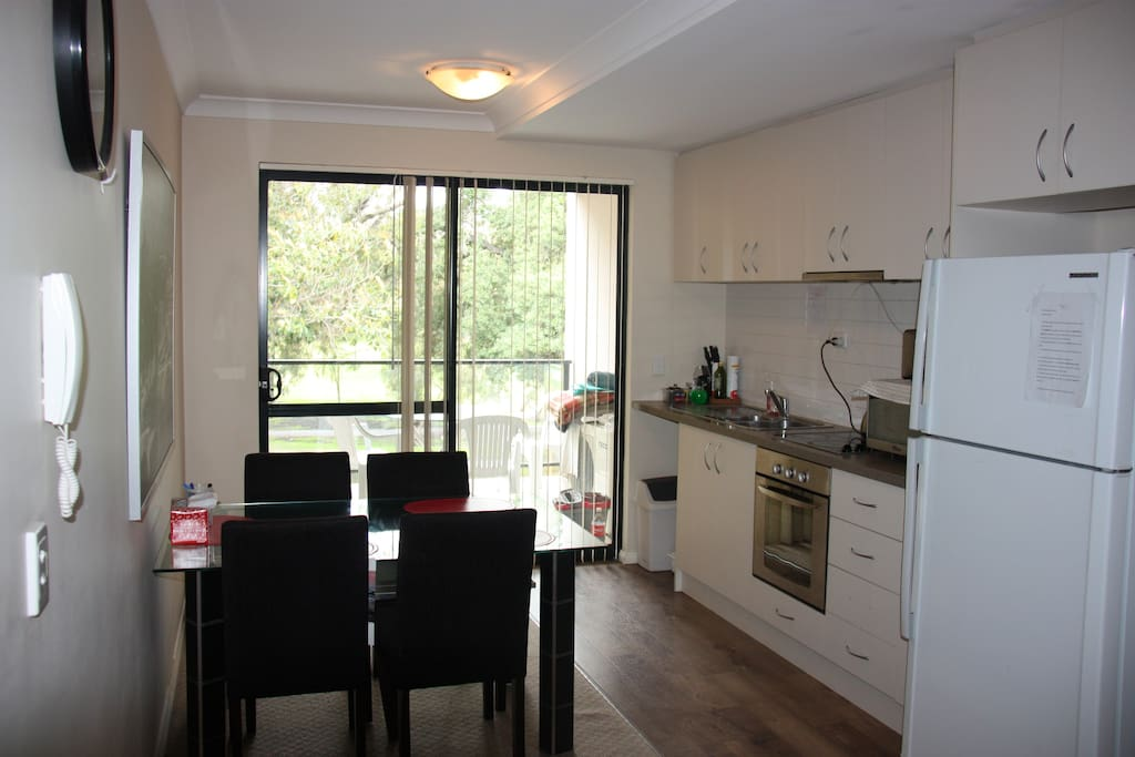 Fully equiped Kitchen and dining room