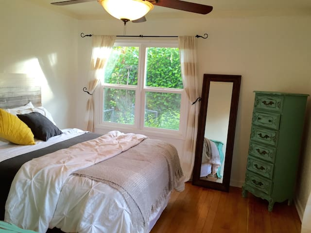 2 Bed, Furnished Home. Clean. - Oregon City
