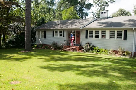 Cozy home on a quiet street - Opelika - Hus