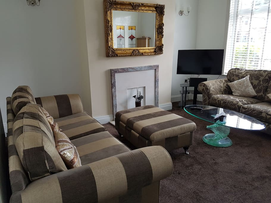 """Reception room with 3, 2 and 1 seater sofa. 40"""" Led Samsung tv, Netflix and virgin media. Pic 2."""