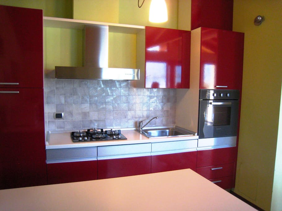 Fully-fitted kitchen with concealed dishwasher