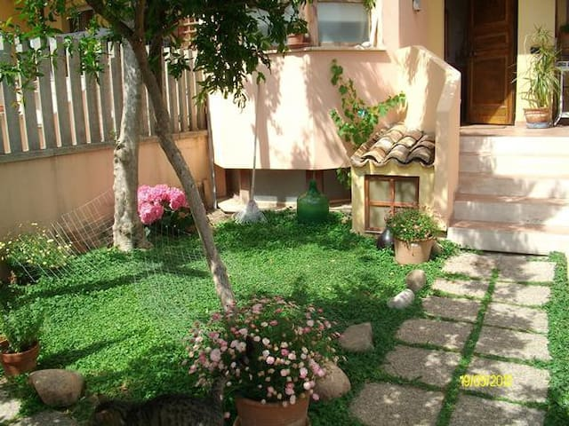 Ottagono - Camera Singola - Elmas - Bed & Breakfast