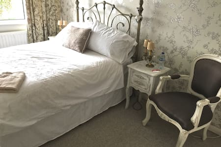 Cosy Double Room in Friendly House - Marlow