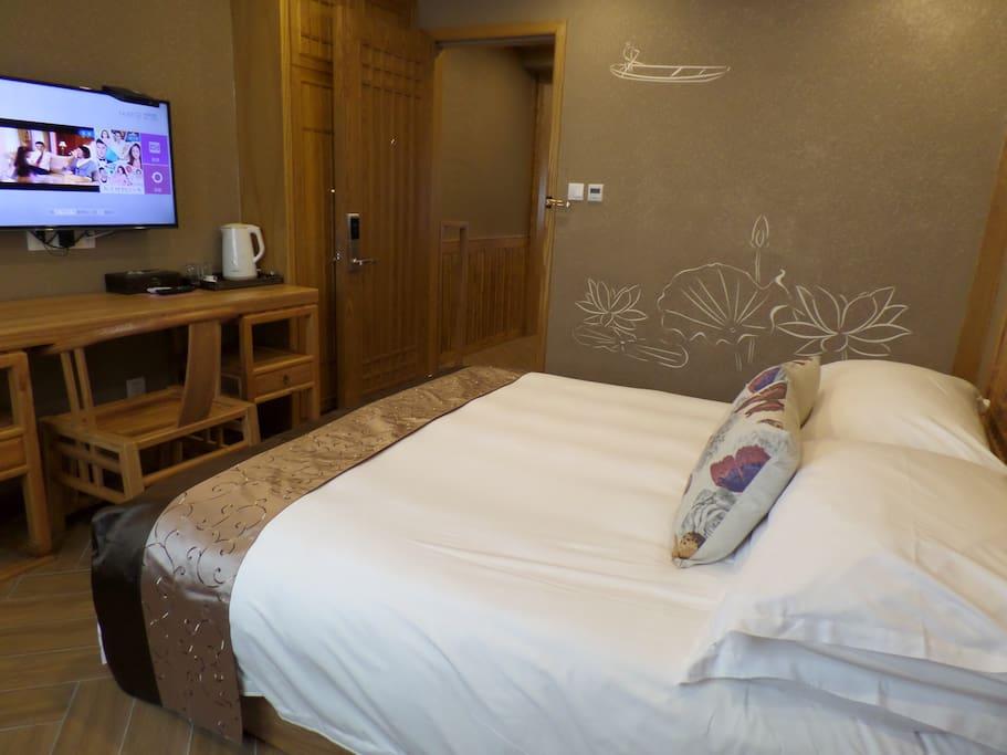 卧室1.8m宽大床