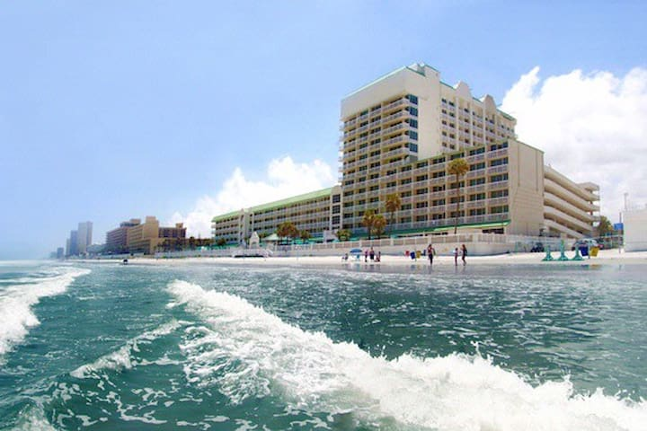 Daytona Beach Resort - large, oceanfront condo !