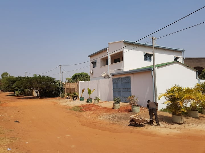 A luxury house near the airport in Bobo-Dioulasso