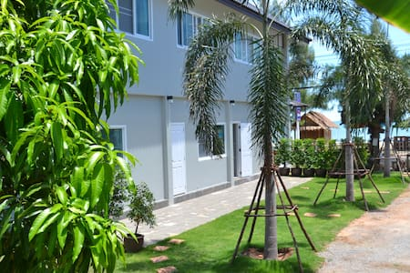 ABSOLUTE BEACHFRONT at BAANAROKA - Sam Roi Yot - Bed & Breakfast