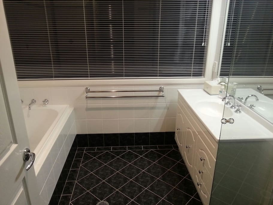 Modern guest bathroom and separate toilet. Exclusive use.