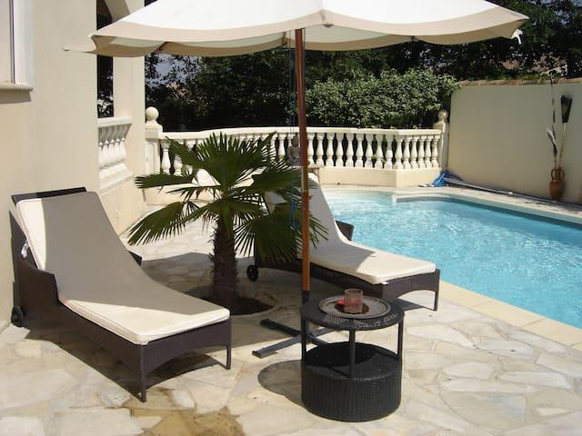 Grande villa piscine 15mn Avignon - Saint-Geniès-de-Comolas - Hus
