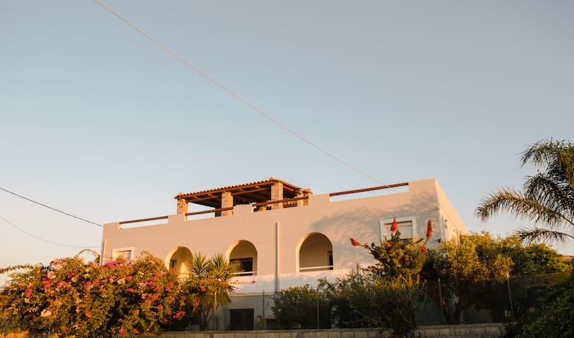 Villa Pasiphae in Karteros Bay - Karteros - Villa