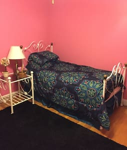 Lovely Room in nice home by UConn - Ashford