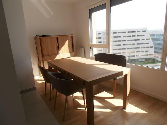 STUDIO NEUF & LUMINEUX, VUE DEGAGEE PLEIN SUD - Vélizy-Villacoublay - Byt